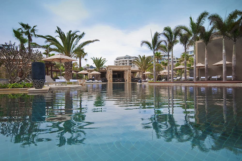 One&Only_Cape_Town_Infinity_Pool_Daytime